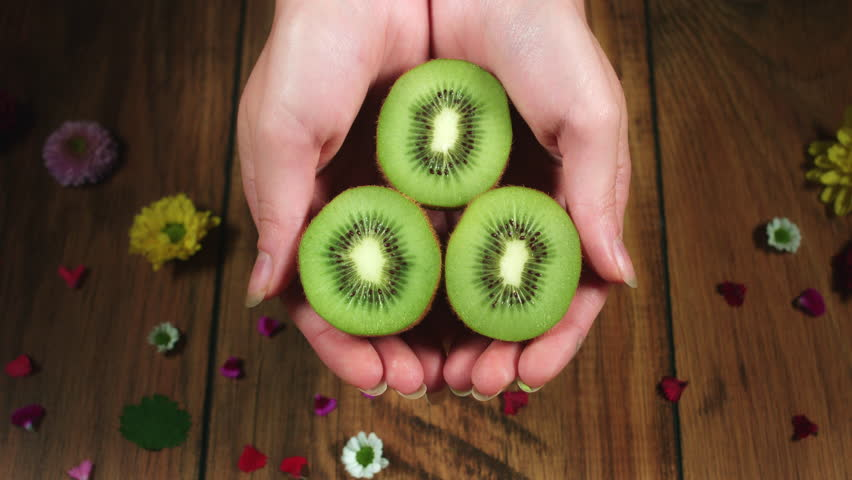 POOJA MAKHIJA : GET YOUR BEAUTY FIX WITH KIWIFRUIT ...